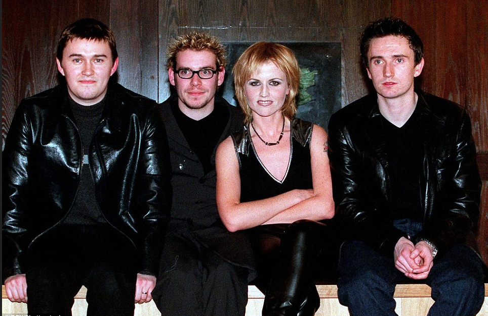 Dolores O'Riordan  [center], with her Cranberries bandmates in 1999.png